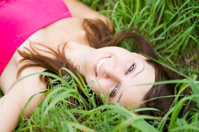 הסרת שיער פנים עבור נשים ללא גילוח